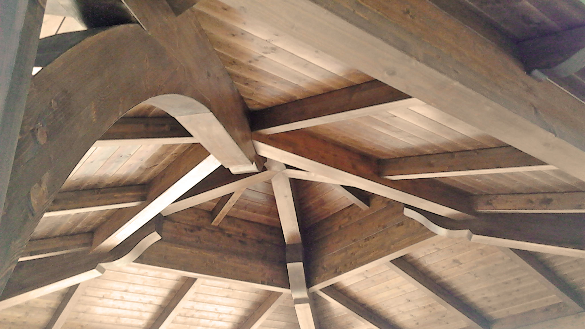 Copertura gazebo in legno lamellare
